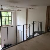 Garde corps sur mezzanine et escalier métallique hélicoïdal - en chantier