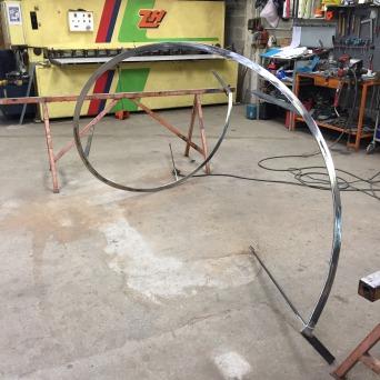 Rampes cintrée débillardée pour escalier hélicoïdal métallique