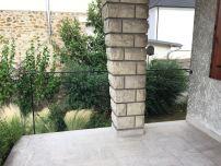 Garde corps en acier vu de la terrasse