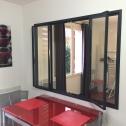 La fenêtre intégrée permet de faciliter la diffusion de la chaleur entre les deux pièces
