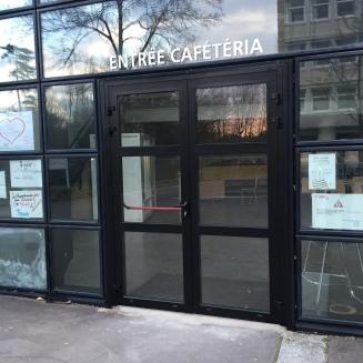 Porte en aluminium, vitrage feuilleté - accès cafétéria au lycée Vilgénis