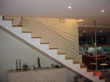 Rampe d'escalier en inox avec câbles
