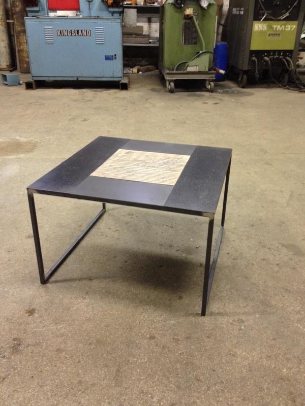 Table Basse En Acier Brut Et Carreaux De Ceramique Atelier De